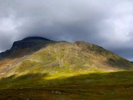 Rain and sunshine next to each other---typical of Sarek.
