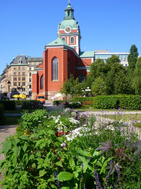 Jacobs Kyrka beyond the garden.